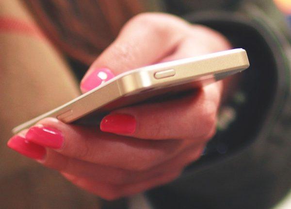 Smartphone e adolescenti, da abitudine a dipendenza