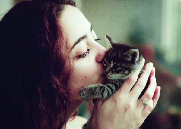 """""""Ti ammazzerei di baci"""". Il fenomeno della cute aggression"""