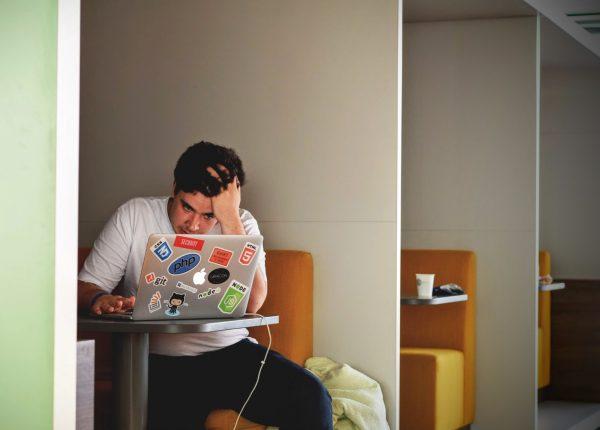 Dipendenza dal lavoro: chi sono i workaholic?