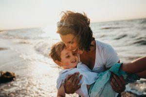 Genitori, basta senso di colpa: un po' di sano egoismo fa bene